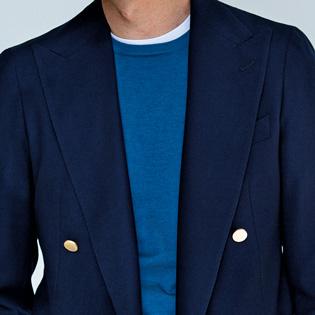 内勤の日のジャケットの着こなしを垢抜けさせるには?【1分で出来る胸元お洒落】