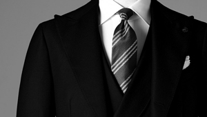 そもそもビジネスの場で「黒いスーツ」はアリ!?【ビジネスの装いルール完全BOOK】