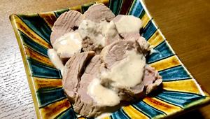 自宅で簡単イタリア料理! 赤ワインに相性抜群「茹で豚ヒレ肉のトンナートソース」