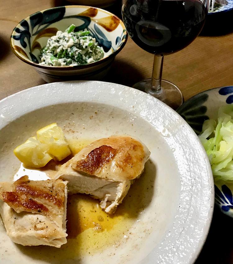 <p>8. ジューシーな鳥肉と赤ワインがたまらない一品!</p>