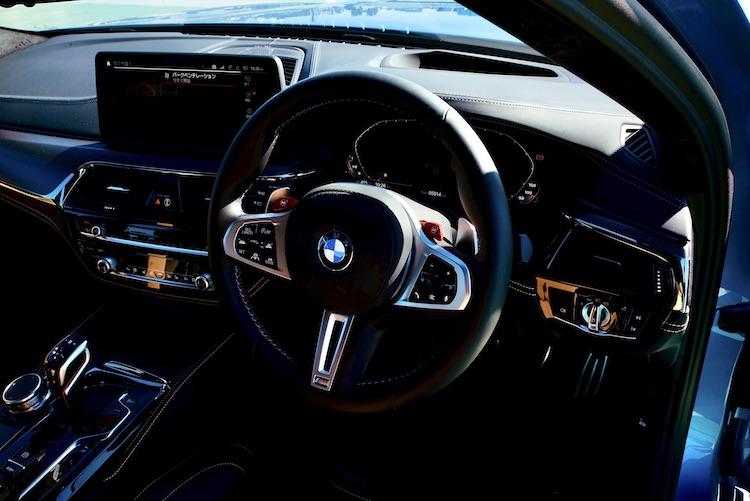 <p>2020年に改良された5シリーズ同様に最新運転支援技術を搭載した。コネクテッドシステムも音声認識や、スマートフォンによるエンジン始動などが可能となっている。</p>