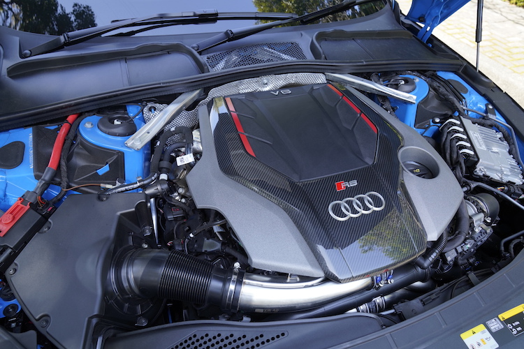 <p>V6 3.0リッターターボエンジンは最高出力450psを発揮する。0-100km/h加速は4.1秒。</p>