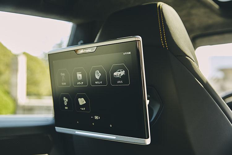 <p>オプションでシートの後ろにタブレットを搭載することもできる。</p>