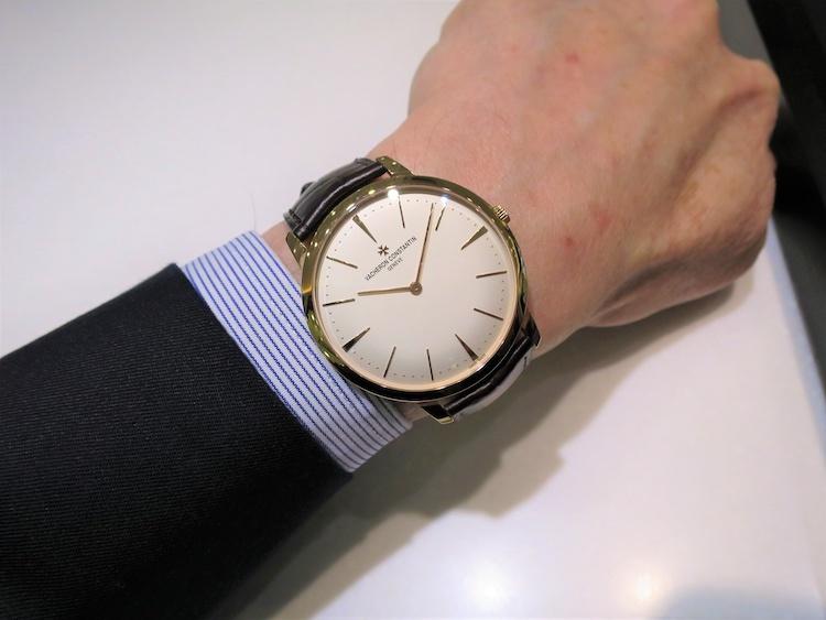 <p><strong>第1位:ヴァシュロン・コンスタンタン<br /> パトリモニー マニュアルワインディング</strong><br /> 「世界最古のマニュファクチュールが創り出す、一切の無駄がない美しさ、完璧なラウンドシェイプがこの時計の魅力です。流行に左右されないシンプルな逸品をお探しの方におすすめしたいモデルです」(TANAKA 今池本店・スタッフ 丹羽一仁さん)</p>