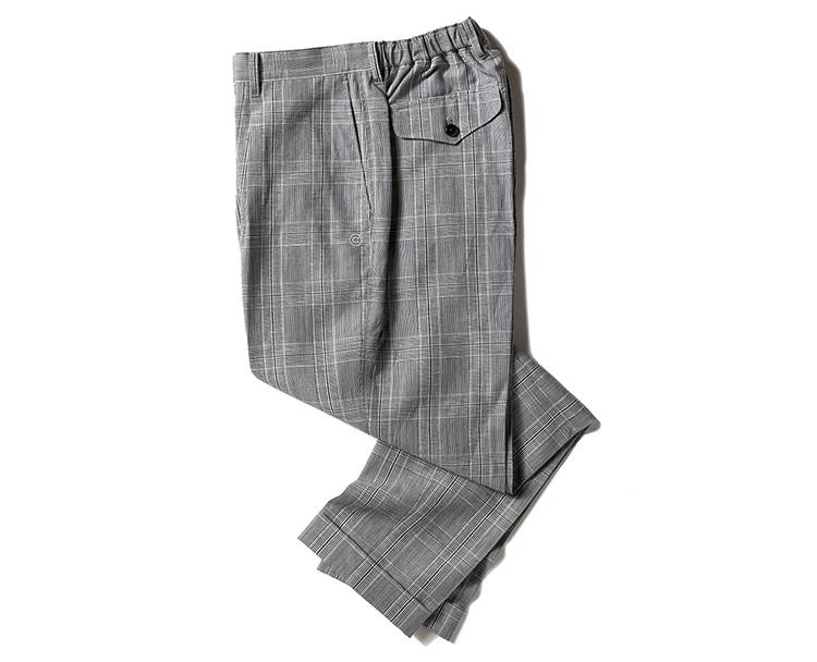 <p><strong>COLONY CLOTHING(コロニークロージング)<br /> 南国ブランドならではの快適な着心地が◎</strong><br /> 今、世界中のドレス巧者から注目を浴びるシンガポールのセレクトショップ「コロニークロージング」。南国ブランドらしく涼し気に穿ける本作は、ややゆとりのあるシルエット。これが無地だとカジュアルが強くなるが、さすが。グレーを基調としたチェック柄で、一気にドレスマインドを醸し出す。寛げる大人の一本だ。3万9600円(バインド ピーアール)</p>