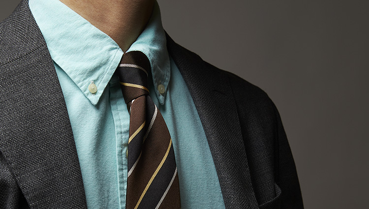 カラーシャツを着るだけで、ミドルの仕事スタイルは華やかになる