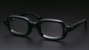 日本の黒セルメガネの代表格「エフェクター」が骨太ロックな理由【本格眼鏡大全】