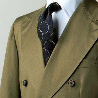 グリーンスーツに似合うネクタイの色は?【1分で出来る胸元お洒落】