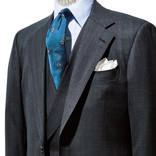 3ピーススーツに明るい色のネクタイが好相性な理由【1分で出来る胸元お洒落】