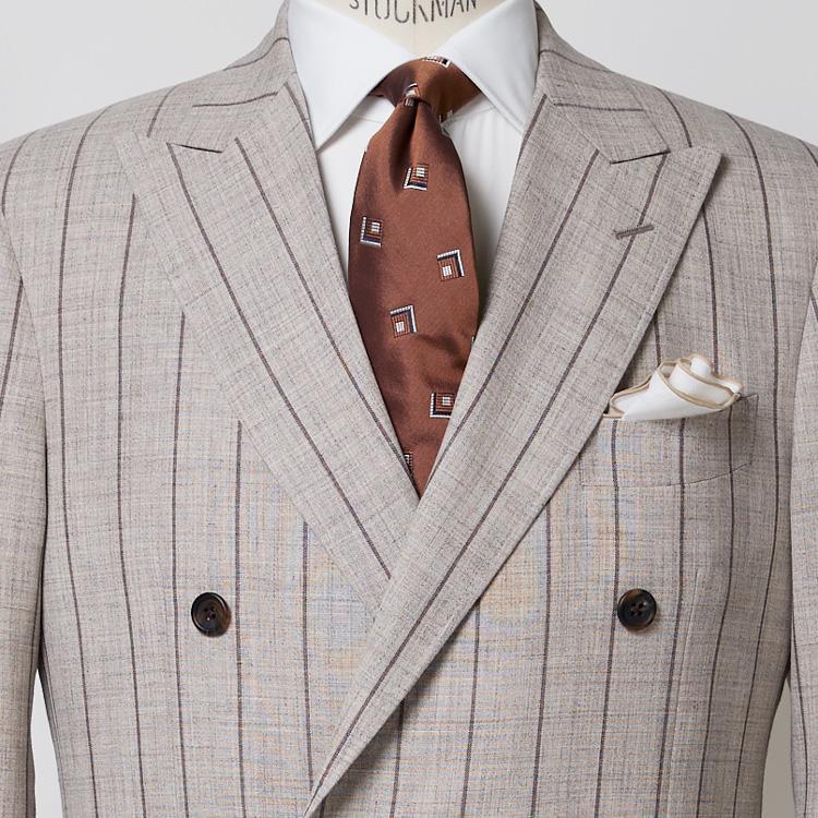 個性のあるスーツの好印象な着方とは?【1分で出来る胸元お洒落】