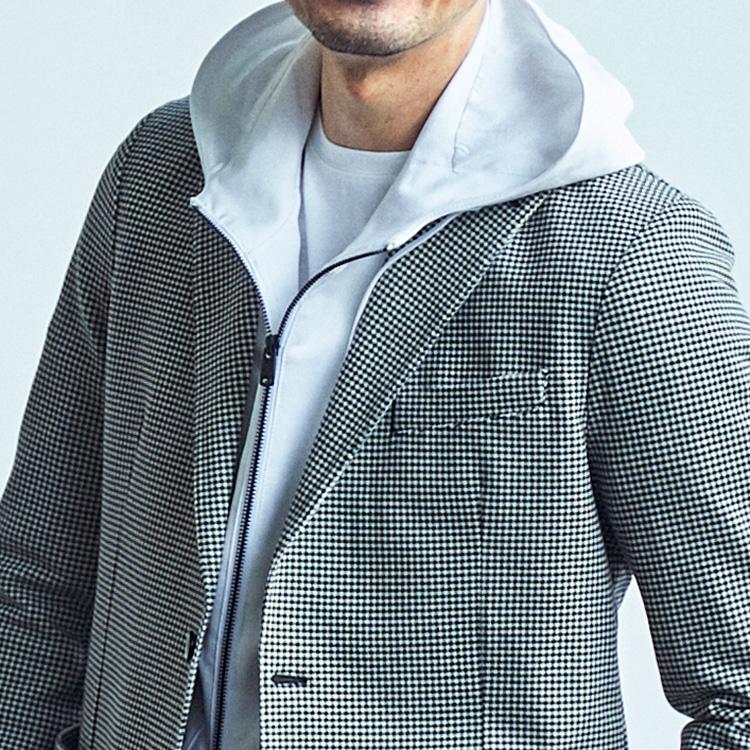 <p><strong>10位<br /> 休日らしいジャケットの重ね着テクとは?【1分で出来る胸元お洒落】<br /> </strong></p> <p>休日らしいリラックス感もあるジャケットの着こなしとはどのようなものだろうか。そこでぜひ覚えておいて欲しいのが、パーカーをインナーに挿し込んだレイヤードコーデだ。フードが覗くことで、ジャケットを羽織っていてもオフの寛ぎ感がグッと増す。またジャケットをパーカーを同色で揃えれば、どこかモダンで洗練された印象に仕上げられる。<br /> <small>(MEN'S EX Spring/Summer 2021掲載)</small></p>
