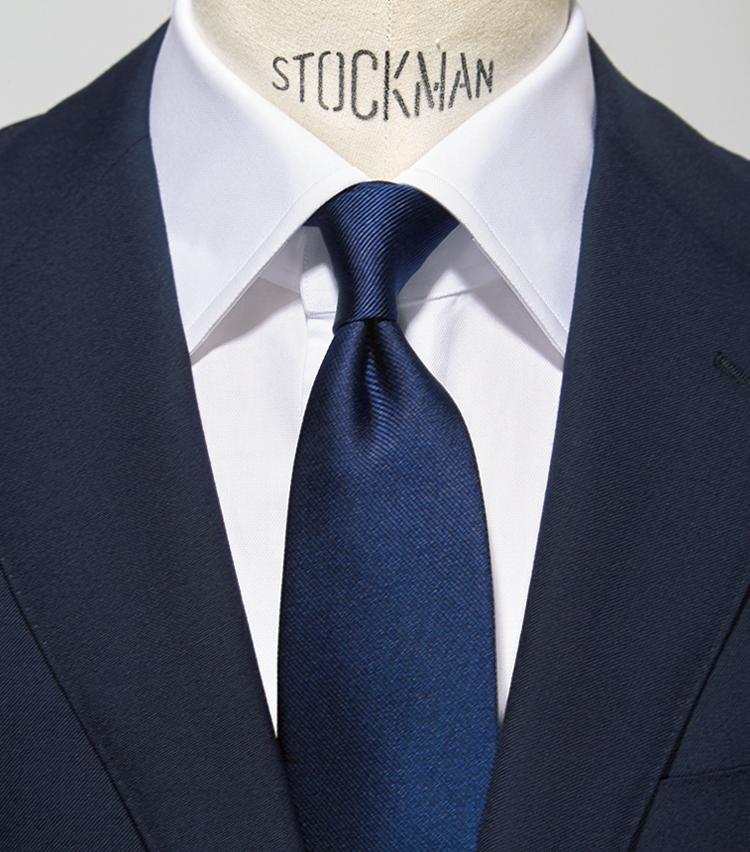 <p><strong>【0柄】<br /> きわめてかしこまった印象の正統派</strong></p> <p>●スーツ:0柄<br /> ●タ イ:0柄<br /> ●シャツ:0柄</p>