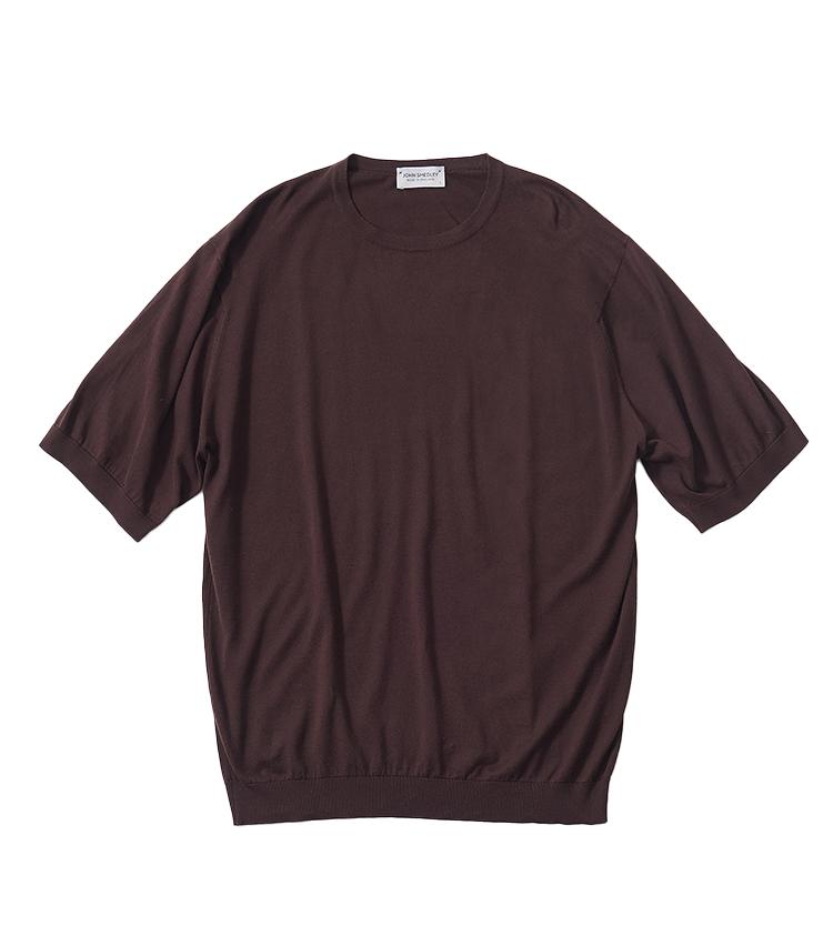 <p><strong>6.ジョン スメドレーのブラウンニットTシャツ</strong><br /> シーアイランドコットンを用い、滑らかな着心地と上品な佇まいのニットT。黒のニットTシャツと同等の落ち着き感と着回しやすさがあり、より洒落感を出して着られるのがブラウンカラーの魅力。2万7500円リーミルズ エージェンシー TEL 03-5784-1238)</p>