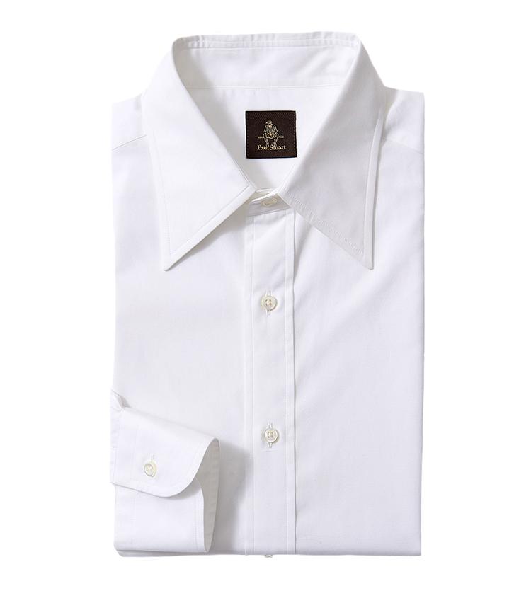 <p><strong>13.ポール・スチュアートのレギュラーカラーシャツ</strong><br /> ビジネスの装いに欠かすことのできない白シャツ。以前はワイドスプレッドの襟型などが主流だったが、昨今はよりクラシックに着られるレギュラーカラーがおすすめだ。こちらも長めの襟で品の良い佇まいだ。2万2000円(ポール・スチュアート 青山本店 TEL 03-6384-5763)</p>