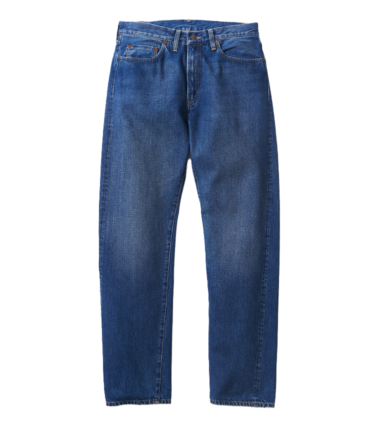 <p><strong>21.リーバイス® ビンテージクロージングのブルーデニム</strong><br /> 淡く色褪せたウォッシュド生地の風合いが夏のカジュアルの着こなしに相応しい抜け感をもたら。テーパードがきいていてスッキリ穿ける1954年のモデル。フロントジップで、セルビッジ付き。2万4200円(リーバイ・ストラウス ジャパン TEL 0120-099-501)</p>