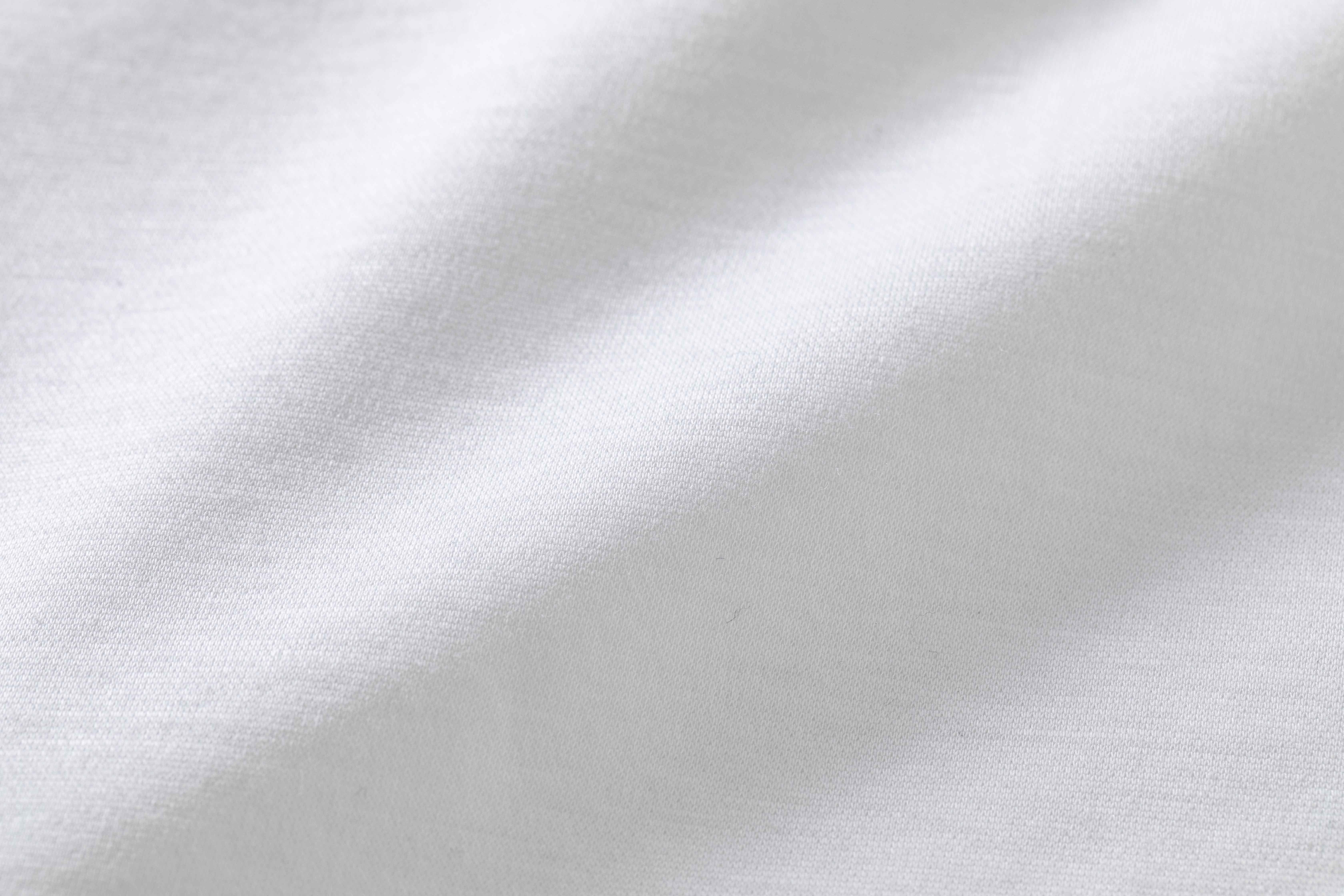 """RIVORAの「モックネックTシャツ」"""