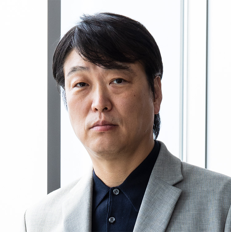 新・勝負服_アシックスジャパン 代表取締役社長 小林 淳二さん_アップ