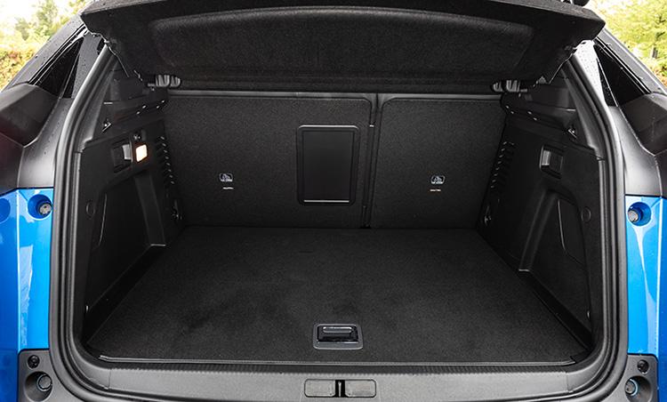 <p>PHEV化されていても荷室の容量はガソリン車とほぼ同等で、積載量は520ℓ。</p>