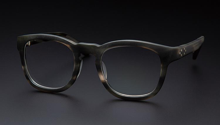 シンプルで控えめだけど仕立てがいいメガネ。「イエローズプラス」の魅力とは?