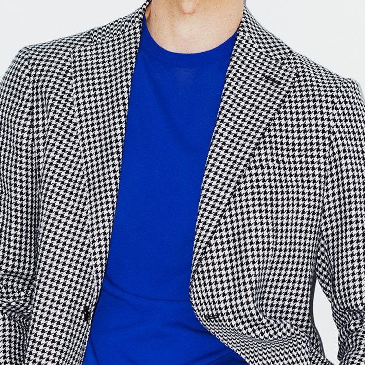 モノトーンのジャケットに効果的なインナーとは?【1分で出来る胸元お洒落】
