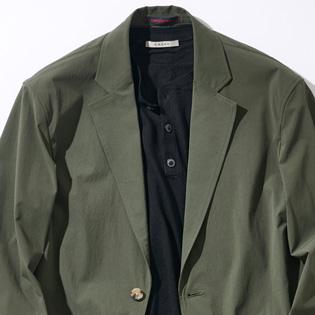ビジカジで活躍するグリーンスーツの魅力とは?【1分で出来る胸元お洒落】
