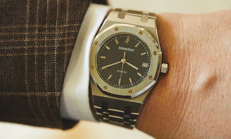 <p>オーデマ ピゲのロイヤルオークは、エレガントに見える36㎜をチョイス。腕時計は、36㎜と決めているそう。</p>