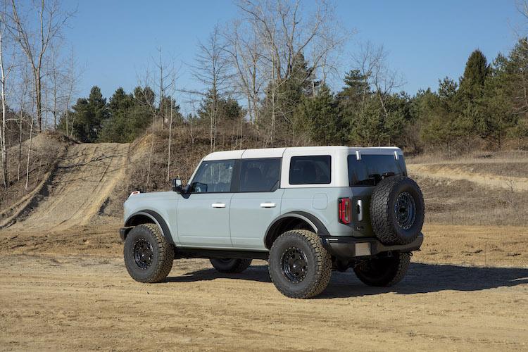 <p>ブロンコはオーバーフェンダーを採用し、35インチまでのタイヤが装着可能となっている。</p>