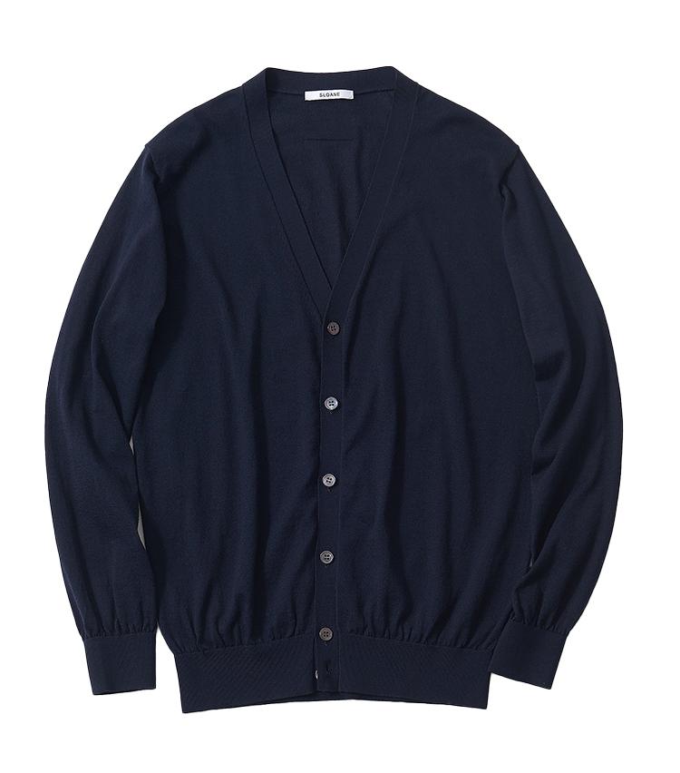 <p><strong>8.スローンのネイビーカーディガン</strong><br /> ポリエステル65%、コットン35%で混紡された糸を用いたこちら。薄すぎない適度な厚みがあり、ミドルエイジの男性に相応しい高級感を感じさせてくれる。裾や袖のリブもしっかりとしているため、長く愛用しても形を保てる。2万7500円(スローン)</p>