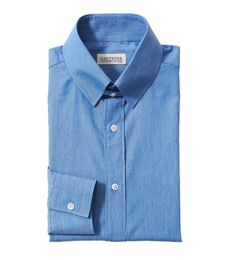 <p><strong>15.アトリエ ゴティエのシャンブレーシャツ</strong><br /> 1947年創業のフランスの老舗シャツブランドが手掛けるこちら。装いに表情の生まれるシャンブレーシャツを、タブカラーでエレガントに仕立てている。袖先のスクエアカットや少し高さのある襟がクラシックな雰囲気。3万1900円(ビームス 六本木ヒルズ TEL 03-5775-1623)</p>