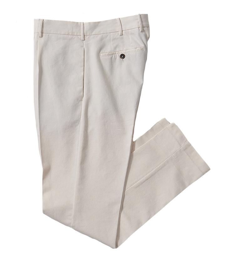 <p><strong>20.ピーティー トリノのホワイトパンツ</strong><br /> イタリア屈指のパンツブランドらしい、やや浅めの股上とテーパードしたシルエットが美脚効果をもたらしてくれる。コットンの生地感も楽しめ、下着も透けない、適度に薄すぎない生地も穿きやすさを後押ししてくれる。4万700円(PT JAPAN)</p>