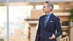 スーツスタイルがぐっと新鮮になる「シャンブレーシャツ」のすすめ