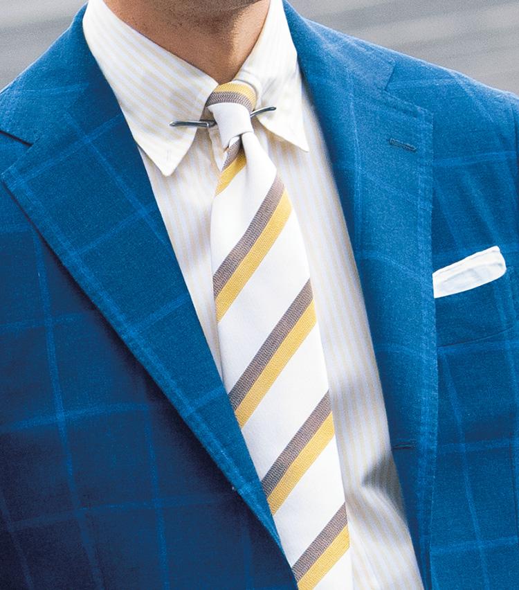 <p><b>[STYLE2]夏の風景の3色で、軽やかなスタイルに</b></p> <p>海の青、雲の白、陽射しの黄色で、夏らしさと涼しさを両立。多色使いでも、白の割合が多いため、全体が軽やか。青や黄を明るめの色で選び、主張を押さえているのがポイントですね。</p>