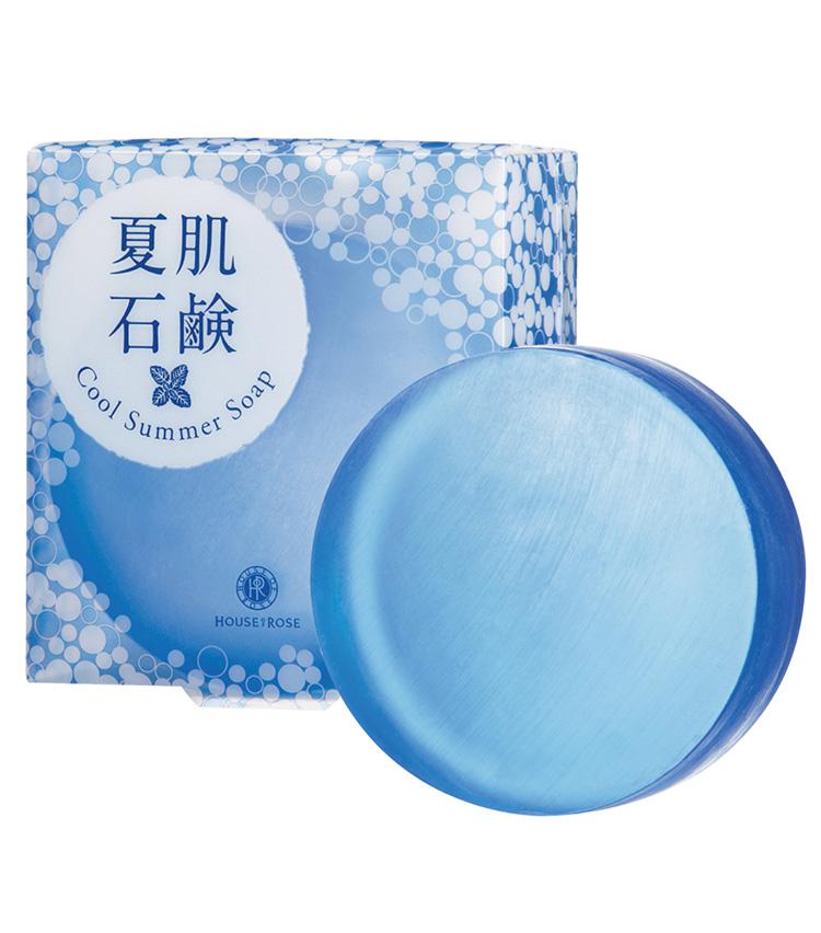 <p><b>HOUSE OF ROSE<br /> ハウスオブローゼの夏肌石鹸</b><br /> テカリやべたつきが気になる肌をすっきり洗い上げてキュッとひきしめる洗顔石鹸にも夏仕様が。嫌なテカリやべたつきとおさらばして、爽やかフェイスをキープ。期間限定販売。100g 1320円(ハウス オブ ローゼ)</p>