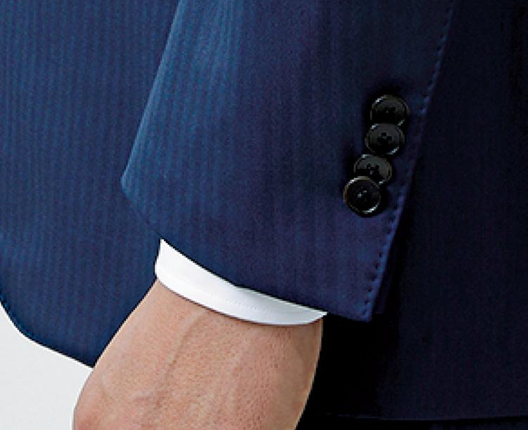 スーツ試着のチェックポイント_シャツが1.5㎝ほど出る長さ