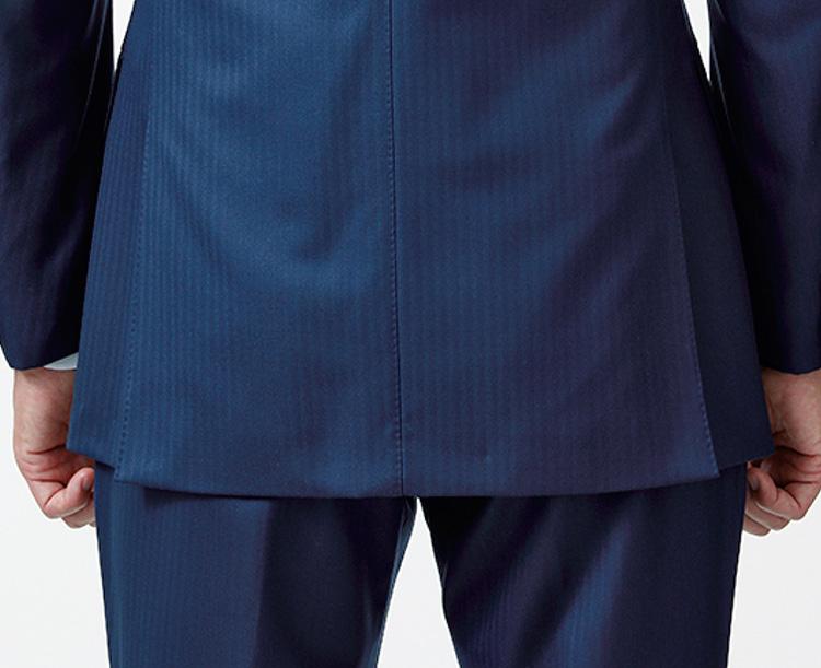 スーツ試着のチェックポイント_お尻がほぼ隠れる程度