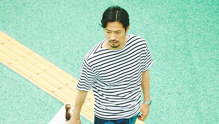 1枚で爽やか&マリンな印象になれる「ボートネック」のTシャツってどんな形?