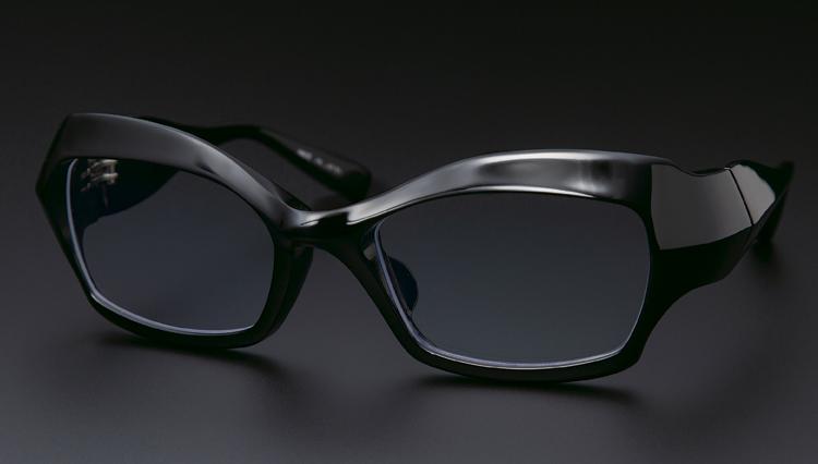 「タレント宮川大輔さんの黒メガネはどこのブランド?」答えは日本のファクトリー900