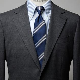 グレースーツのまず覚えるべき着方とは?【1分で出来る胸元お洒落】