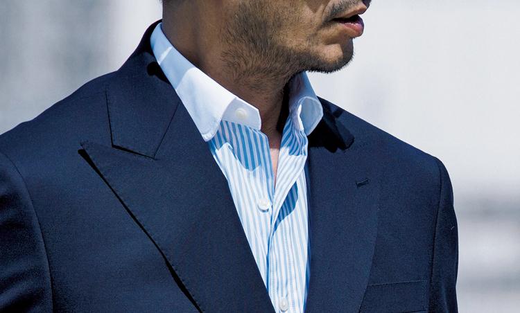<p><strong>【クレリックシャツ】なら顔まわりも明るく引き立つ<br /> クラシックなきちんと感も</strong><br /> ボディと襟の色が異なるクレリックシャツは、2トーンのアクセントで彩りを添える。</p>