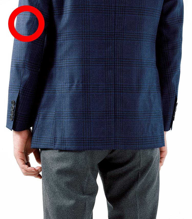 <p><strong>スーツのときよりも3cm程度短めの丈でもOKだ</strong></p>
