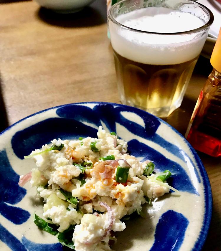 <p>5. お好みでラー油をかけるとまた美味! ビール、冷酒、白ワインによく合います! 搾菜をたくあんにしてみたり、キムチを入れても美味しいのでお試しあれ。</p>