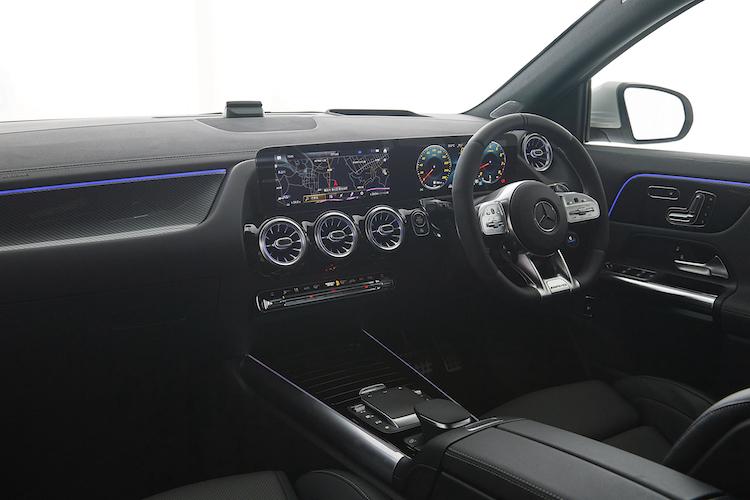 メルセデス AMG GLA 35 4MATIC インテリア