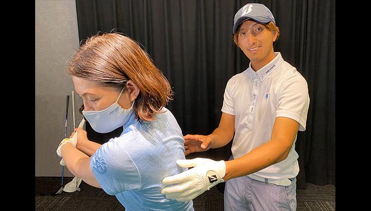 稲見萌寧選手のコーチ、奥嶋プロのレッスン「手打ちスイングを修正するには?」