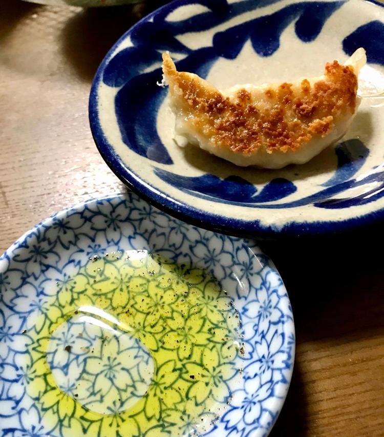 <p>13. タレは、オリーブオイルにレモン汁と黒胡椒を入れたものがオススメです。タバスコだけもいいですね。</p>