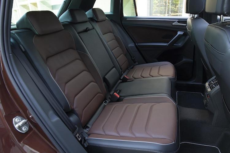 <p>TSI ファースト エディションにはノワゼット/チタンブラックの2トーン専用レザーシートが備わる。</p>