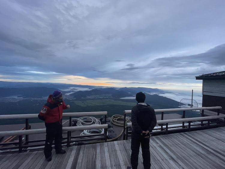 朝焼け空と雲が織りなす一大天界ショー