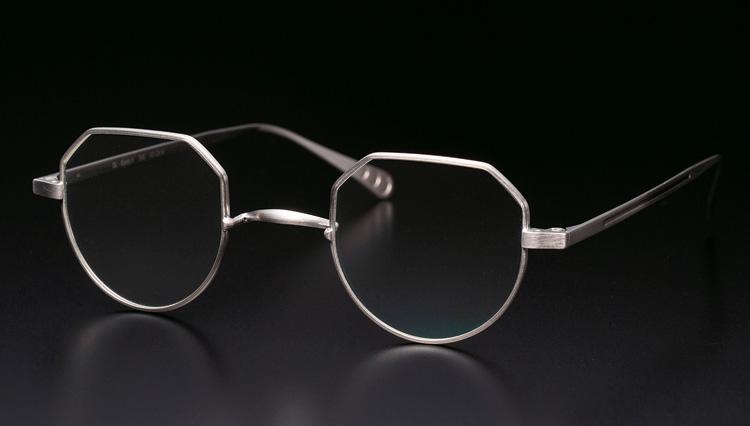 ルノアの創業者がたどり着いた、スターリングシルバー製のメガネフレームとは?