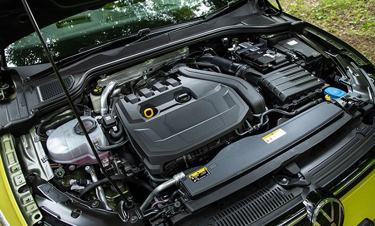 <p>エンジンは1ℓと1.5ℓを用意。マイルドハイブリッドを採用することで両エンジンともに非常にパワフル。</p>