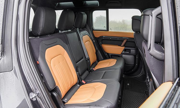 <p>4枚ドアや後部座席の利便性を求めるなら110の1択になるだろう。</p>