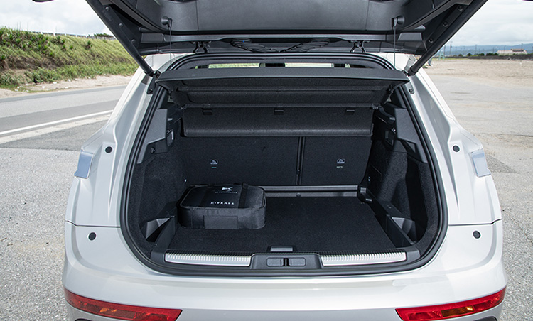 <p>SUVだけあって荷室の容量は十分。普段使いに支障をきたすことはほぼないだろう。</p>